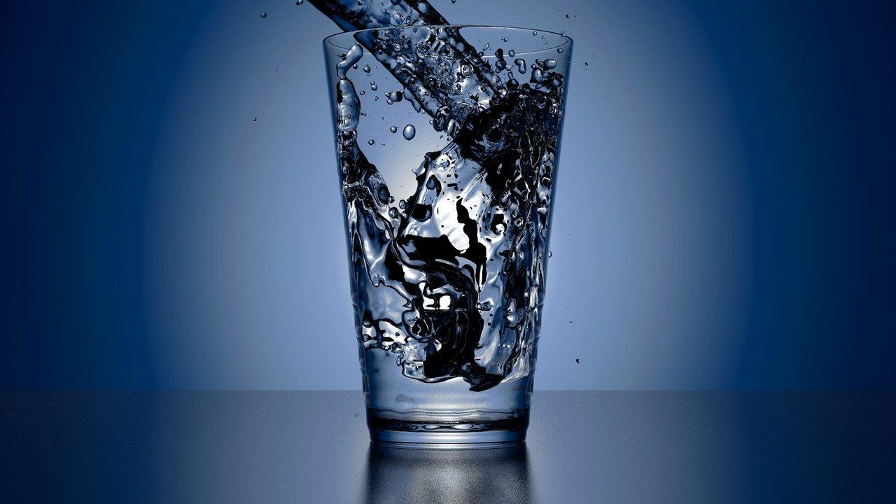 Vaso con agua